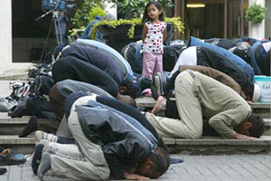 Students Force to Pray to Allah
